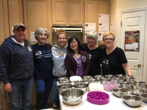 VolunteersInTheKitchen